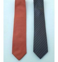 Kit com duas gravatas, (1 preta com listras e outra coral), cód 1474-kc2