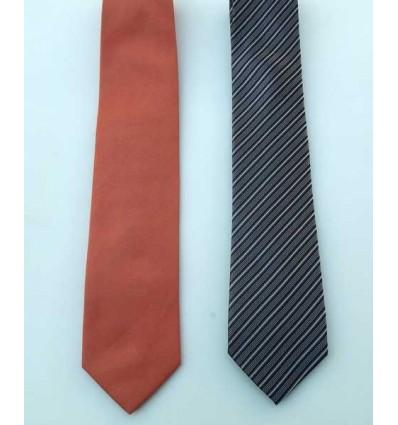 Kit com duas gravatas, (1 preta com listras e outra coral), cód 1474-kc2 Entrega imediata com todas garantias da Empresa Freda