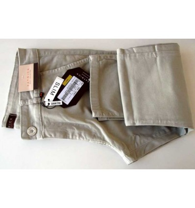 Fredao Moda Masculina Calça slim masculina de cor palha em tecido de composição 98% de algodão e 2% elastano, cód 1617 Entr