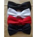 Gravata borboleta, sendo 1 kit com 4 unidades (preta, branca, azul e vermelha) em poliéster com design tradicional, cód K4P